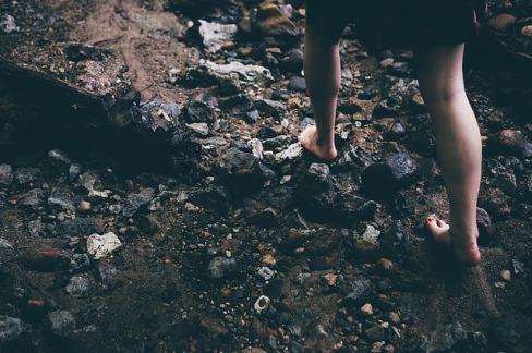 barefoot-1149848_640