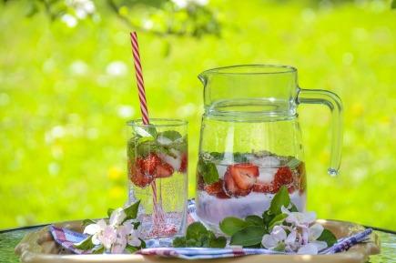 strawberry-drink-1412232_1280