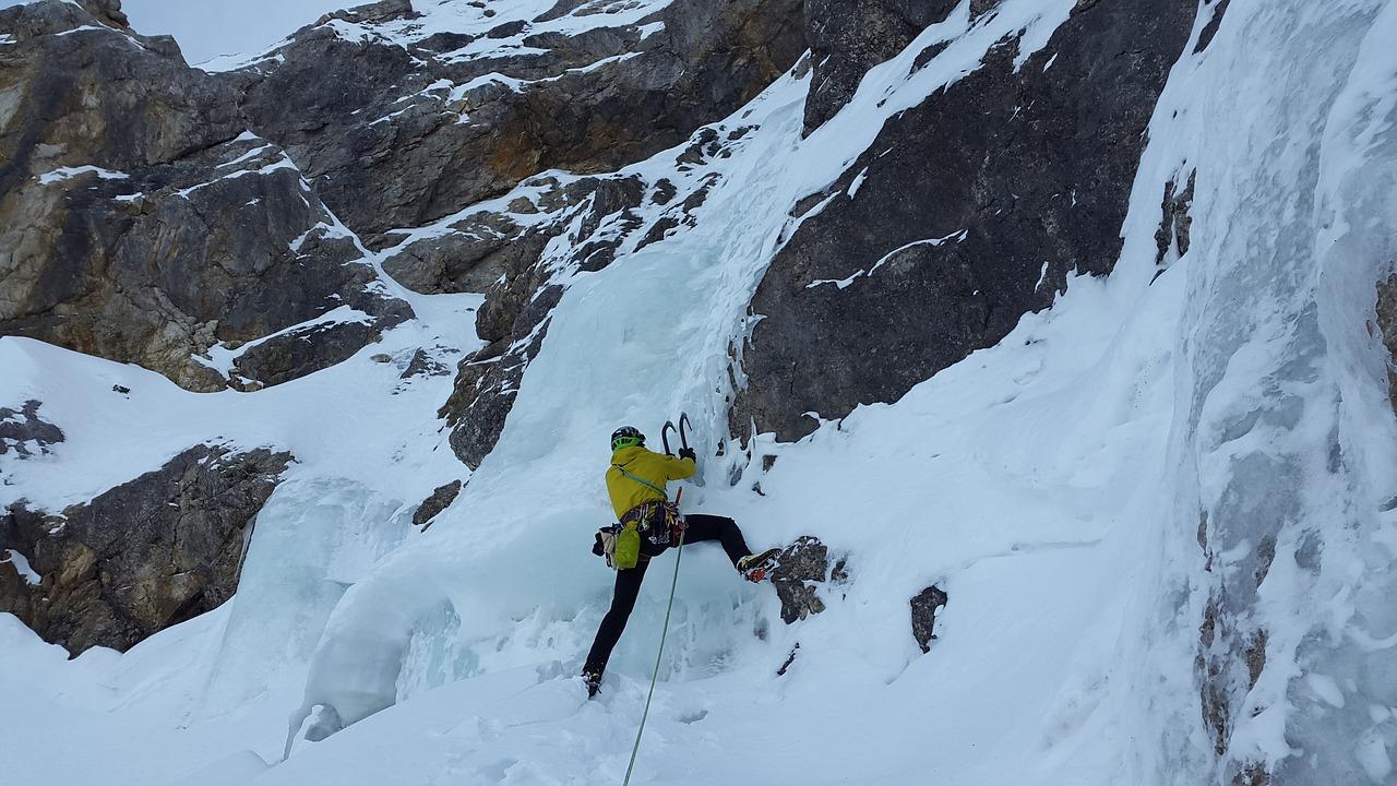 ice-climbing-3135392_1280.jpg