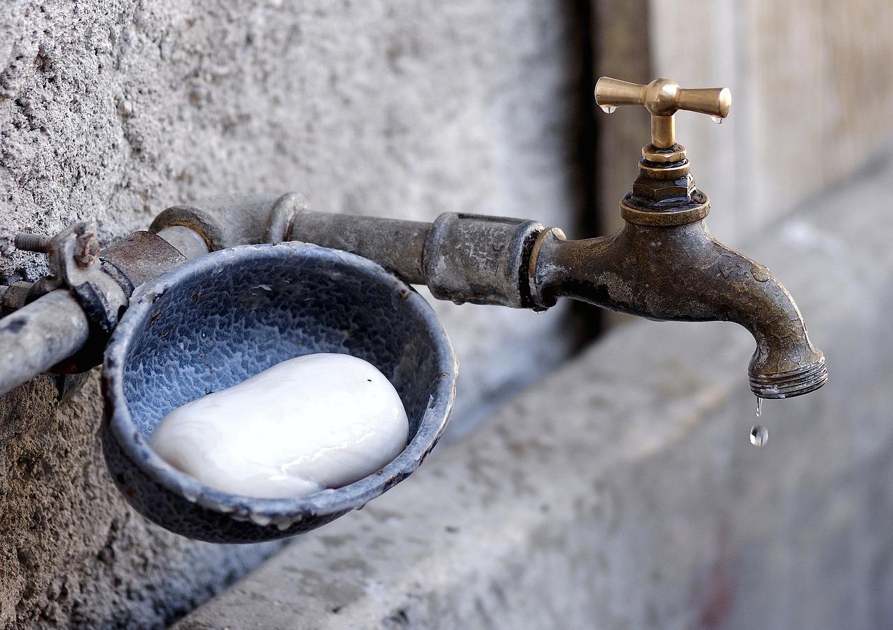 faucet-1581573_1280.jpg